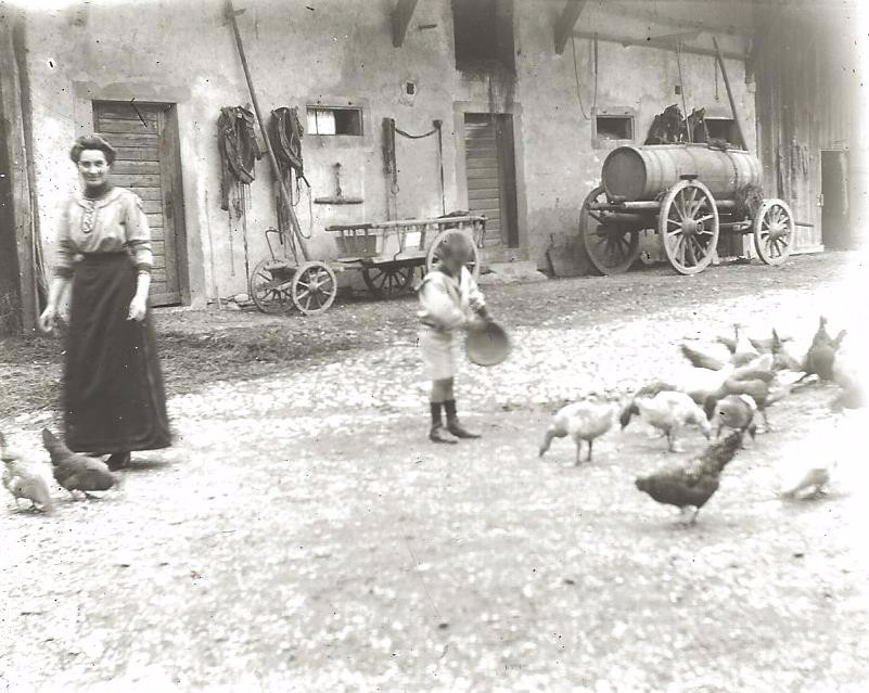 la cours de ferme en 1910